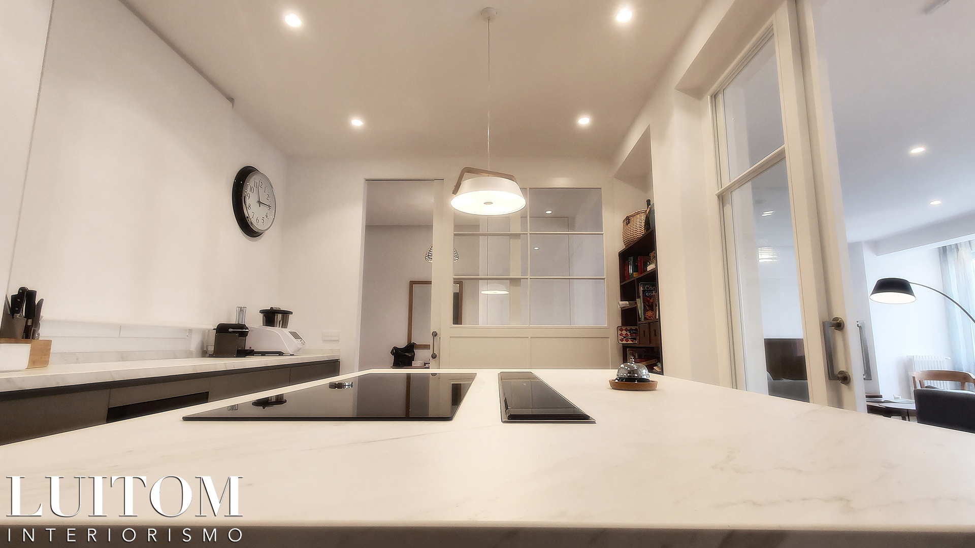 cristaleras-cocinas-pared-cristal-separacion-cocina-salon-cristalera-metalica-madera-blanca-negra-09