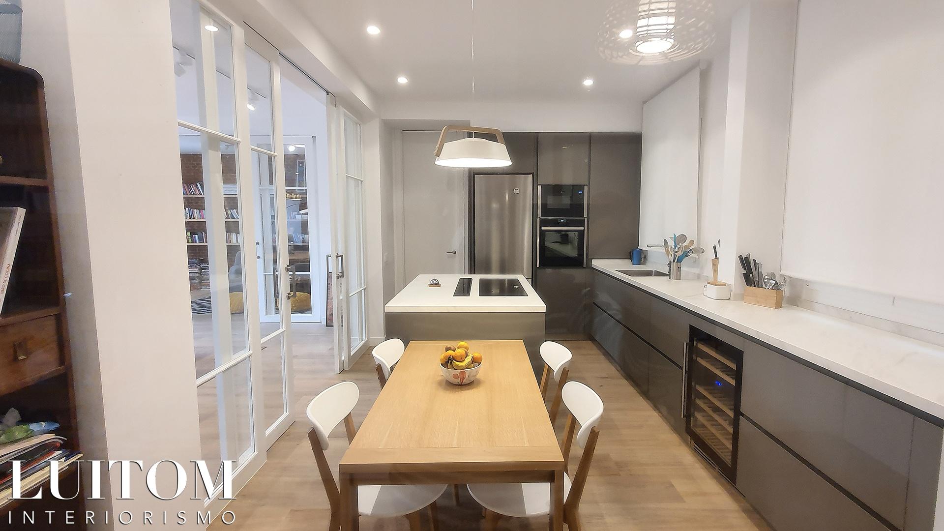 cristaleras-cocinas-pared-cristal-separacion-cocina-salon-cristalera-metalica-madera-blanca-negra-04