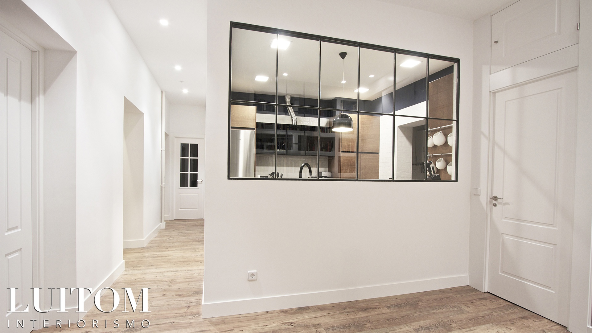 cristaleras-cocinas-pared-cristal-separacion-cocina-salon-cristalera-metalica-madera-blanca-negra-11