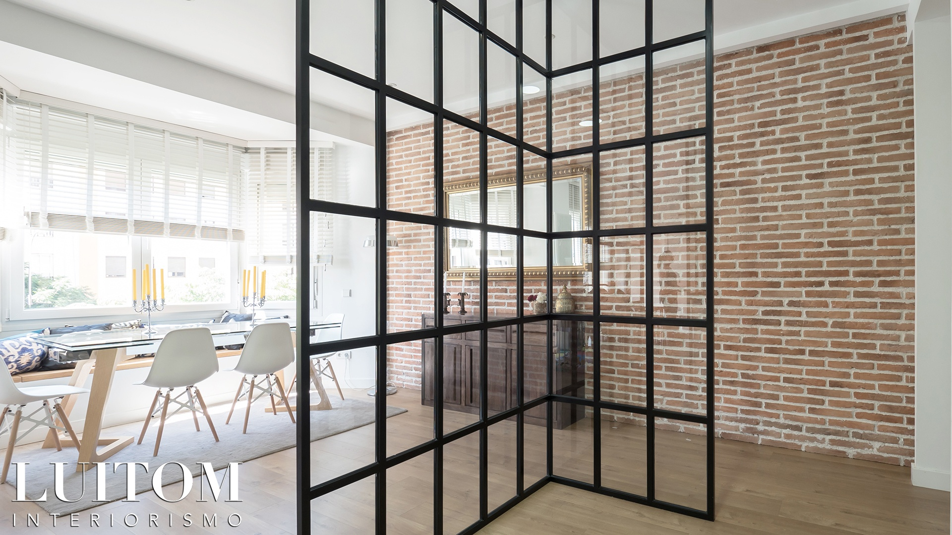 cristaleras-cocinas-pared-cristal-separacion-cocina-salon-cristalera-metalica-madera-blanca-negra-14