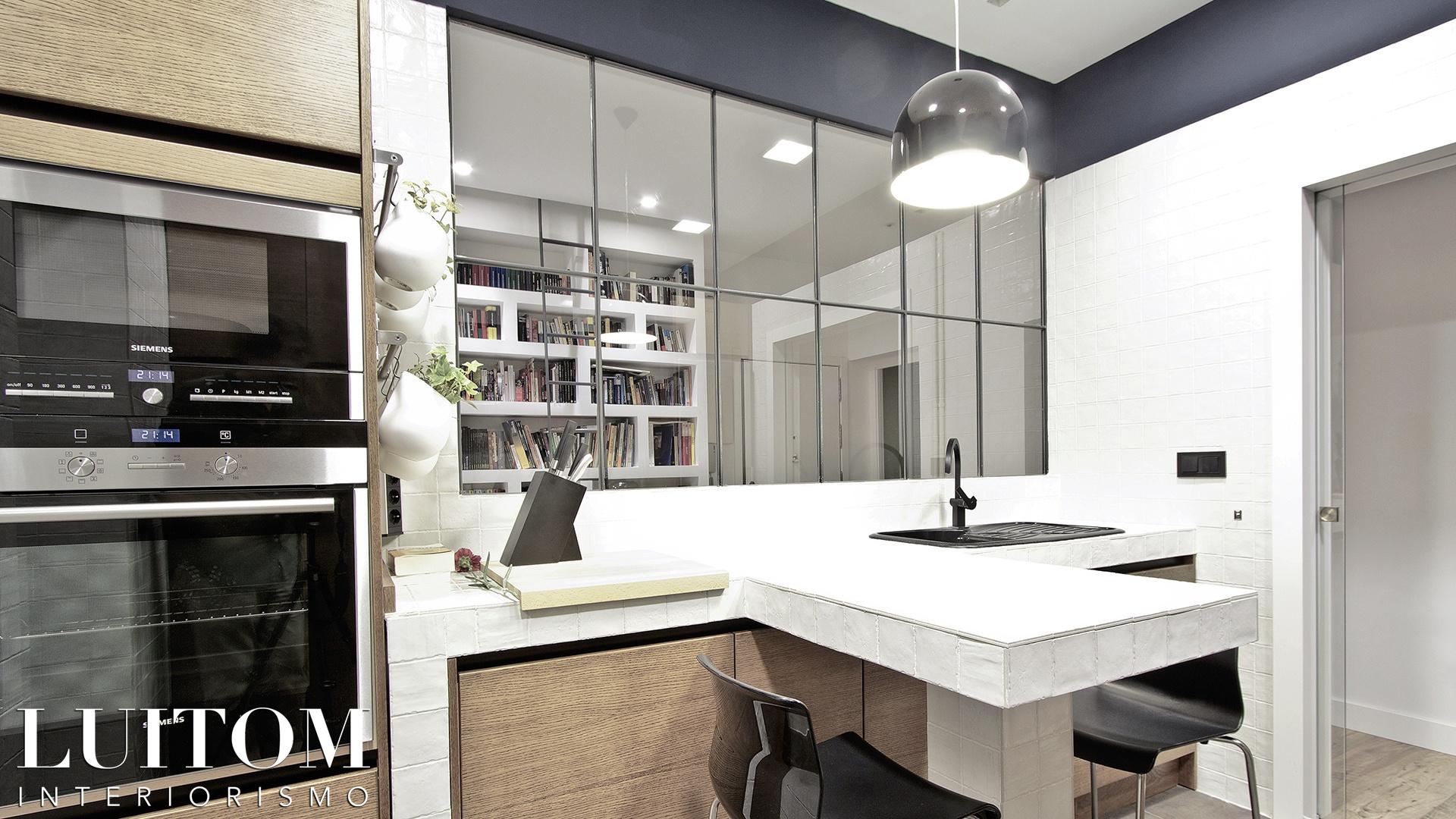 cristaleras-cocinas-pared-cristal-separacion-cocina-salon-cristalera-metalica-madera-blanca-negra-20