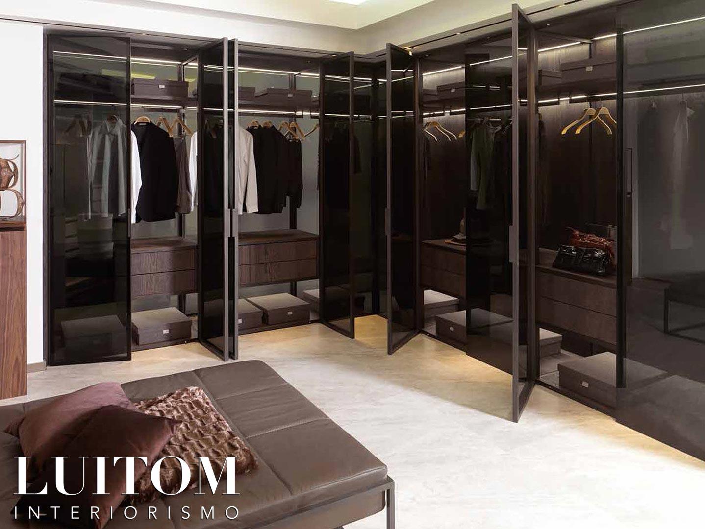 armarios-vestidores-con-puertas-de-cristal-decoracion-interior-ideas-almacenamiento-ropa