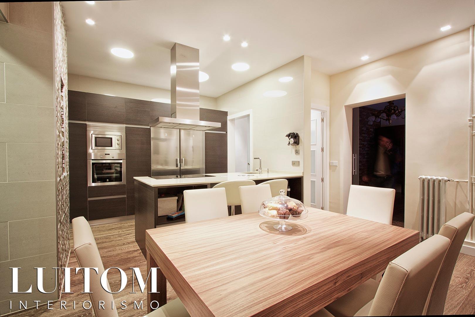 muebles-de-cocina-estratificado-imitacion-madera-ideas-cocinas-con-isla