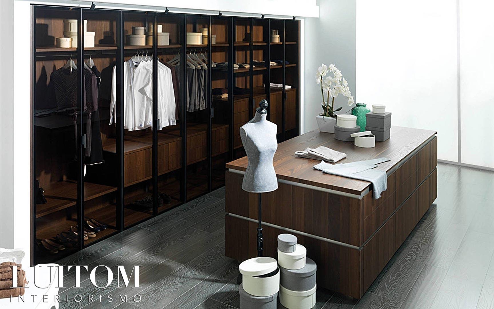 vestidor-con-isla-ideas-consejos-decoracion-organizacion-armarios-cristal-vitrinas