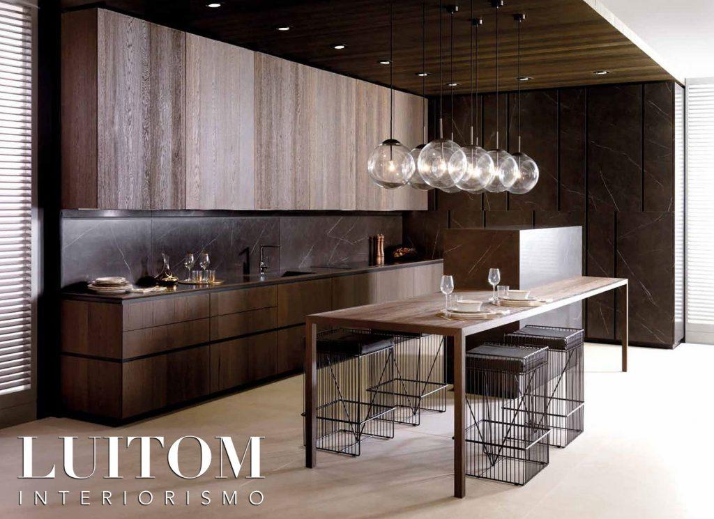 cocinas-madrid-mobiliario-cocina-diseno-en-l-con-isla-comedor-madera
