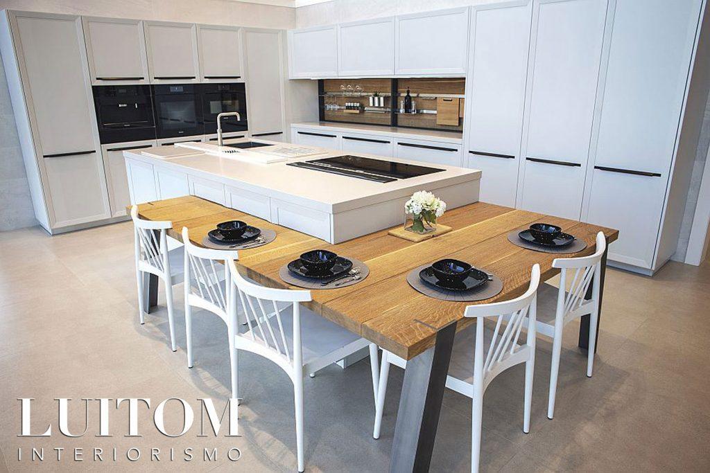 muebles-cocina-en-l-con-isla-central-mesa-comedor-tienda-cocinas-madrid
